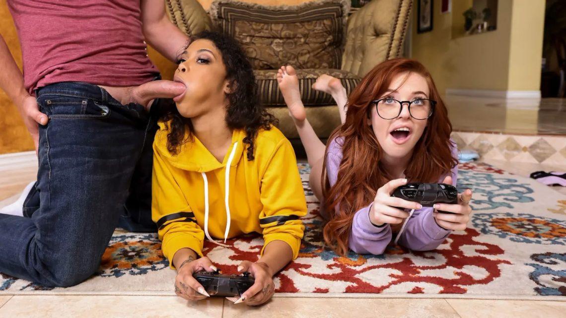 Gamer Girl Threesome Action