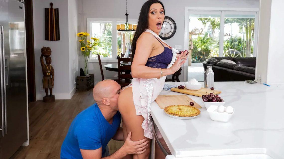 Kitchen Sex With Rachel